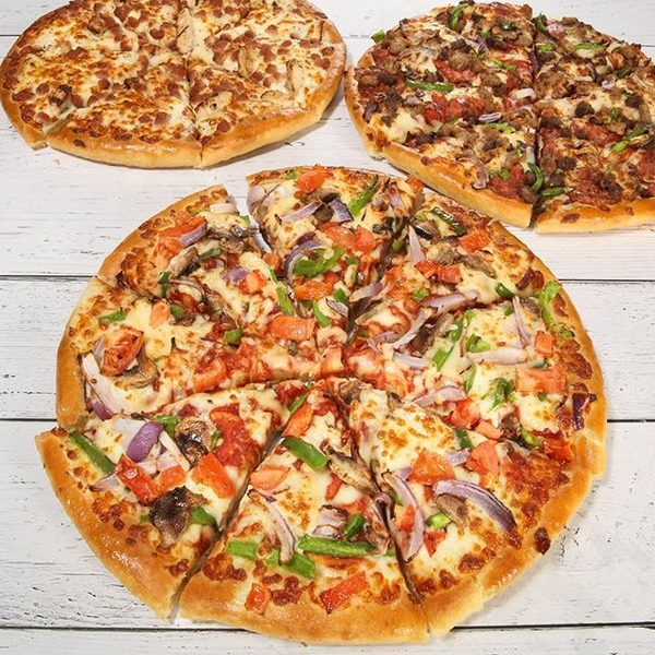 Pizza Hut Order Any Large Pizza And Get Up To 3 Medium Pizzas For 5 00 Each Redflagdeals Com